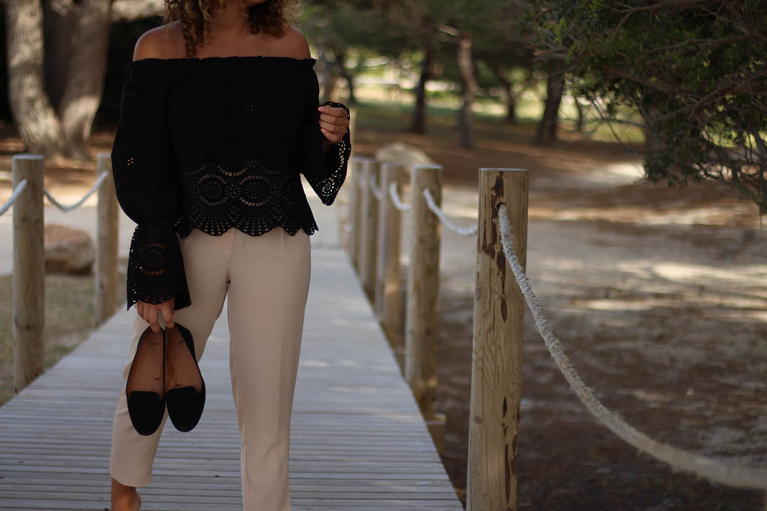 top-broderie-noir-dentelle-summer-look-crop-fashion-blog-inspiration-mode-conseil